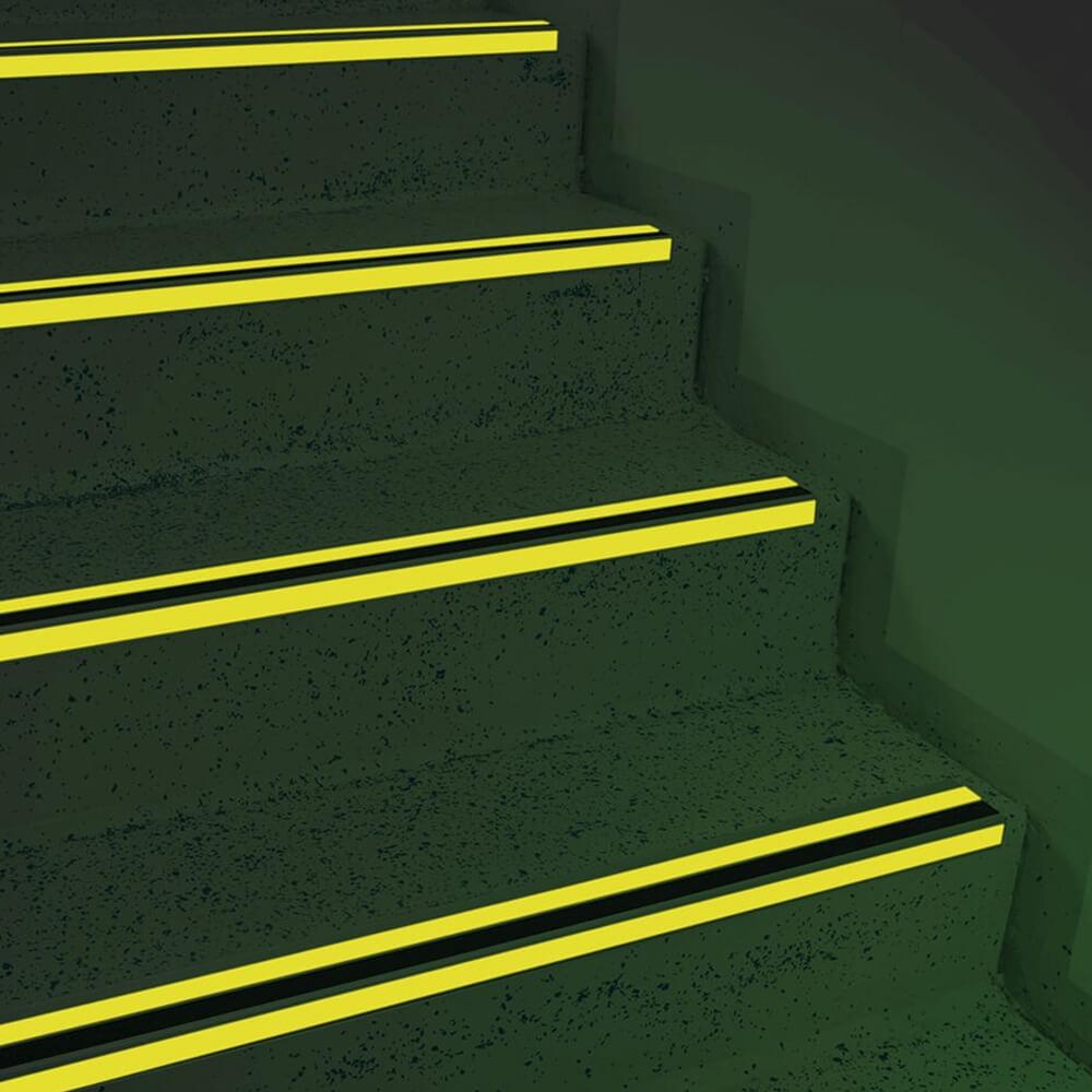 3203727c144905 Antirutsch Treppen-Stufen-Profil DUO, 3M Safety Walk, nachl., s., 6,6x3x100  cm